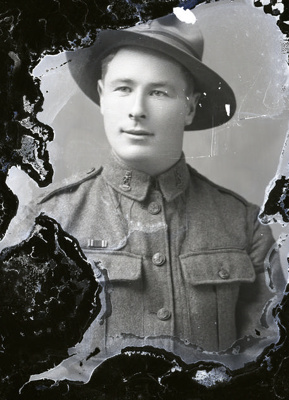 World War One soldier; 728