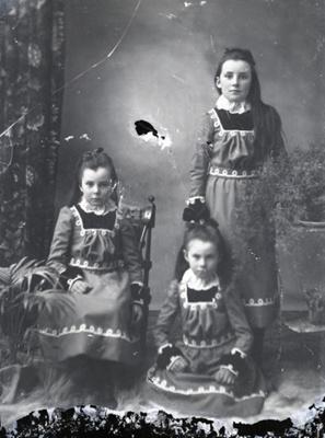 Three girls; 338
