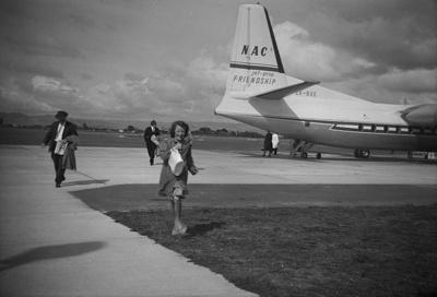 NAC Friendship, passengers disembarking; Les Downey; 1950s; 05/026/002
