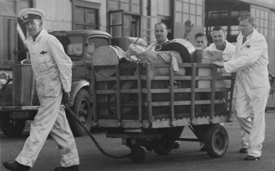 TEAL Mechanics Bay Base; Whites Aviation Limited; 26 Jul 1946; 14-6686