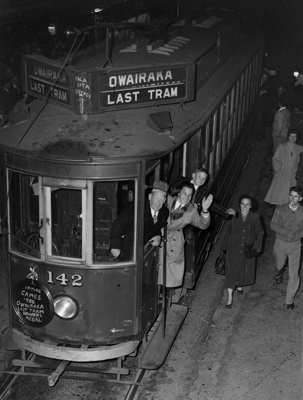 Last tram, no. 142, to Owairaka, front and left side of the tram; Graham C. Stewart (b.1932); 06-1013