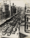 [Trams on Queen Street during Saturday morning rush hour]; Unknown Photographer; [1902-1956]; PHO-2017-5.6