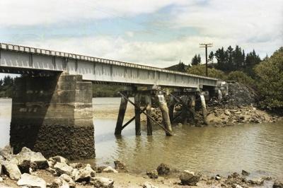 Photograph of bridge on Opua line; Les Downey; 1985?; 14-4639