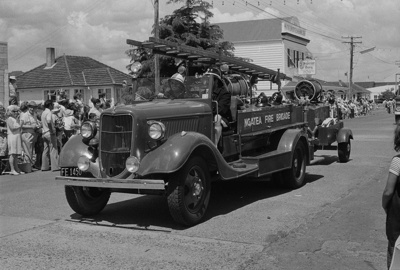 Photograph of Ford ladder engine, Ngatea Fire Brigade; Les Downey; 1972-1976; 14-2140
