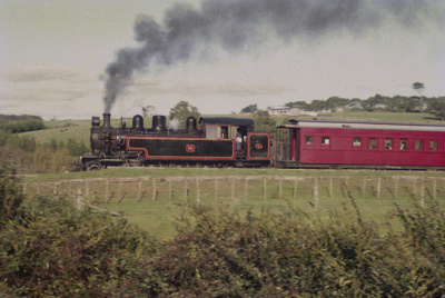 Photograph of Glenbrook fun train; Les Downey; 1985?; 14-4805