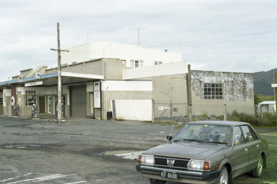 Photograph of Kawakawa service station; Les Downey; 1985?; 14-4522