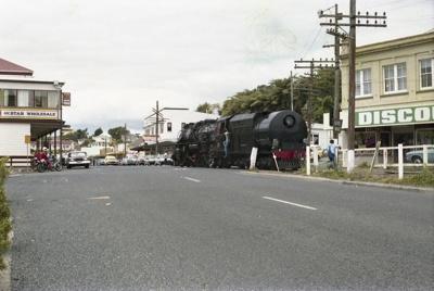 Photograph of locomotive J 1211; Les Downey; 1986; 14-4331