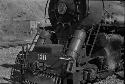 Photograph of locomotive J 1211; Les Downey; 1976; 14-2421