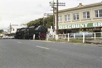 Photograph of locomotive J 1211; Les Downey; 1986; 14-4330