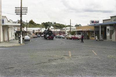 Photograph of locomotive J 1211; Les Downey; 1986; 14-4332