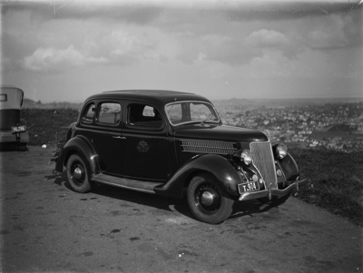 1936 Ford V8 Deluxe car; Unidentified; 1930s; 13-2212