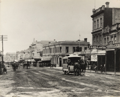 [Horse-drawn trams on Queen Street]; Unknown Photographer; 1885; PHO-2017-5.2