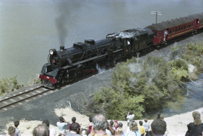 Photograph of locomotive J 1211; Les Downey; 1986; 14-4325