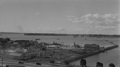 Construction of the Teal Hanger at Mechanics Bay; Les Downey; 1940s; 05/026/009