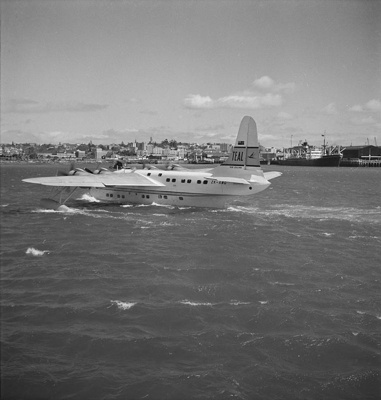 TEAL Solent taxying at Auckland Harbour; Hajo Topzand; 08/102/321