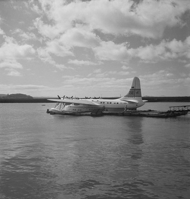 TEAL Solent taxying at Auckland Harbour; Hajo Topzand; 08/102/320