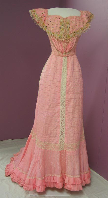 Edwardian evening dress ; Unknown; c 1900; 93/128/24 on eHive