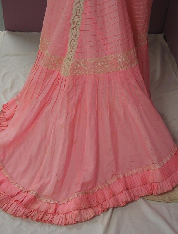 98ed686f5c5e Edwardian evening dress ; Unknown; c 1900; 93/128/24 on eHive