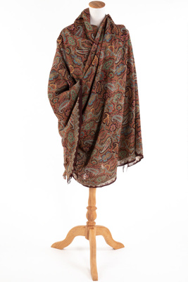 A Paisley shawl.; Unknown maker; 1800s; GO90.362