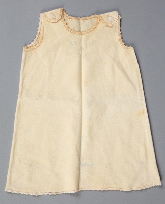 Petticoat, Baby's Woollen with Lazy Daisy Stitch; Unknown maker; 1930-1940; WY.0000.149
