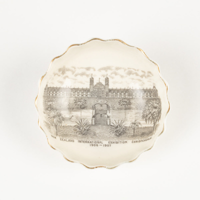 Pin Dish, New Zealand International Exhibition 1906-1907; W H Goss; 1906-1907; WY.2006.22.5