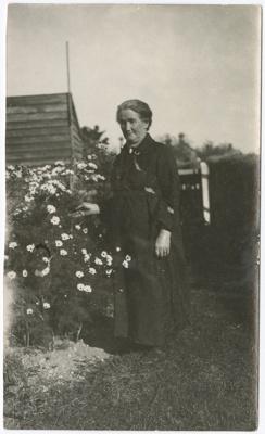 Photograph, Mrs Barnett ; Unknown photographer; 1930-1940; WY.0000.972