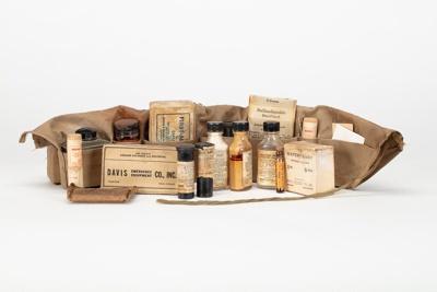 Individual Medical Jungle Kit M-1; Nyal; Davis Emergency Equipment Co. Inc; 1942; WY.1993.42