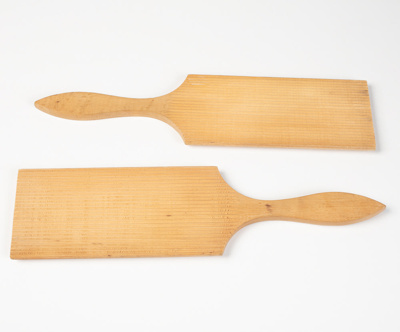 Butter Pats, Pair; Unknown manufacturer; 1900-1910; WY.0000.765