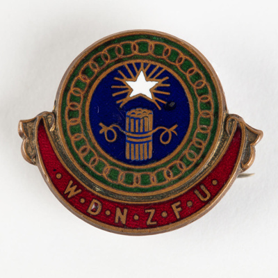 Badge, Women's Division Federated Farmers of New Zealand; Mayer & Kean Ltd Wellington; 1950-1960; WY.1996.75.1