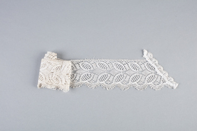 Collar, Fine Crochet Pointed Front  ; Unknown maker; 1900-1910; WY.0000.208
