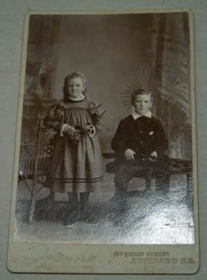 Photograph [Two Children]; Hanna; XKH.2009.8