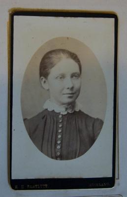 Photograph [Ada Williams]; R. H. Bartlett; XKH.860.42