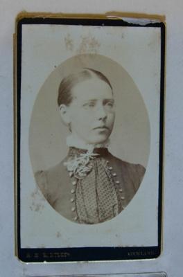 Photograph [Ellen Williams]; R. H. Bartlett; XKH.860.43