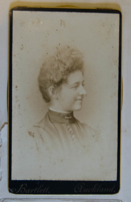 Photograph [Eva Williams]; R. H. Bartlett; XKH.860.50