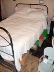 White Bedspread; 1999-2564-1
