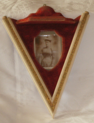 V Shaped Wall Bracket and Picture Frame; 1978-0492-1
