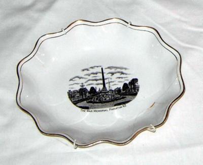 Dish (War Memorial); Grimwades; 2001-2772-1