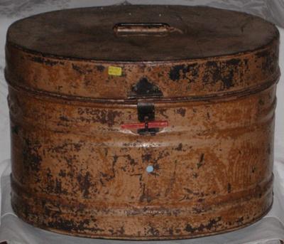 Metal Top Hat Box; 1979-0671-1