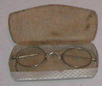 Spectacles in Case ; 1983-1384-1