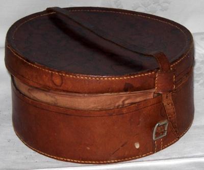 Leather Collar Box; 1980-0989-1