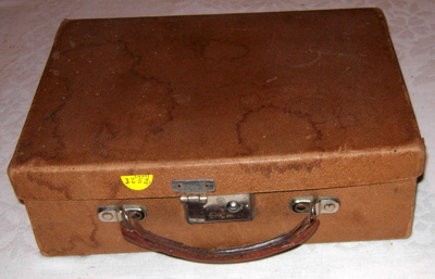 Childs small Attache Case; 2008-3252-1
