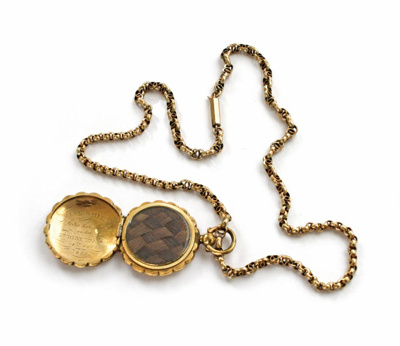 Necklace with locket; XEC.1739