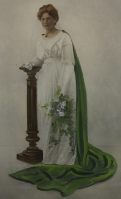 Dr Margaret Cruickshank: WWI Patriotic Fundraising  Carnival Queen, Waimate, 1915.; 1915; 2002-1026-00642