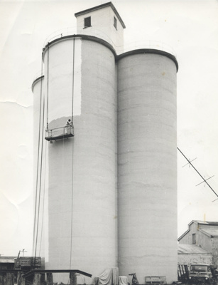 In 1968 the silos were painted by Steve Venrooy fr...