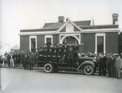 Waimate Fire Brigade getting new Fire Engine outsi...