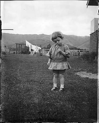 One o'clock, two o'clock ; Adkin, Leslie; circa 1920; A.006378