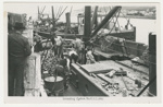 Photograph, unloading oysters from the 'Karaka' 1946.; Unknown Photographer; 1946; P 662 b