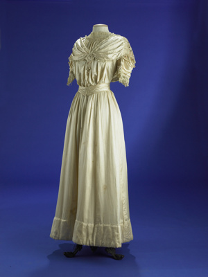 This late Edwardian party dress shows the bodice e...