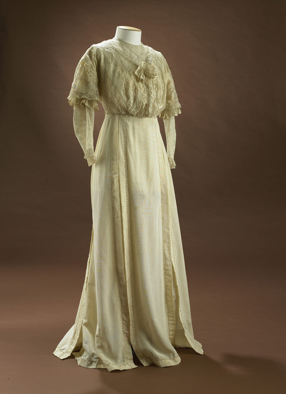 Cream dress; Edwardian wedding gown; CS/7303 - Toitū Otago Settlers ...
