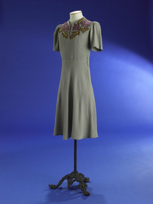 Wedding dress; 1943; 2000/73/1